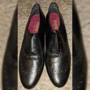 MUNRO Yale women black leather shoes NWOB